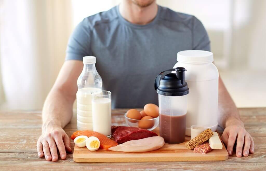 食事だけで補えないタンパク質の補給にはプロテインを
